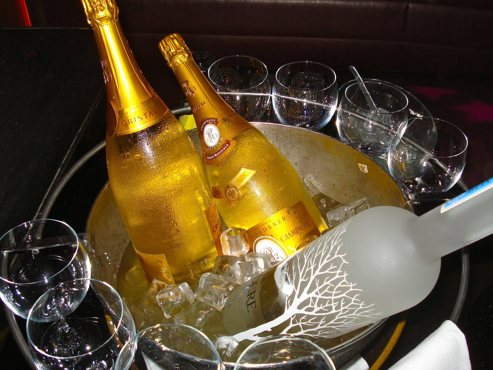 What Are The Advantages To Getting Bottle Service