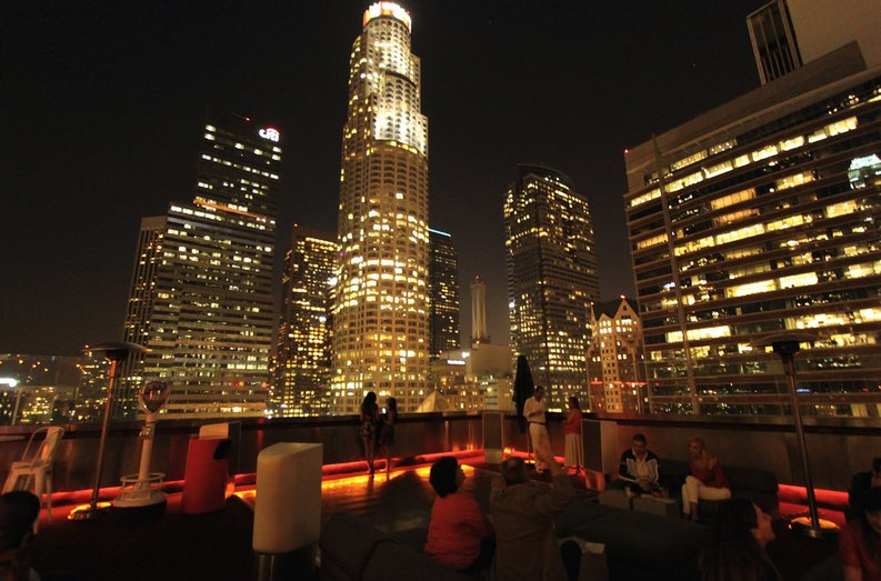 This image has an empty alt attribute; its file name is standard-hotel-rooftop-bar.jpg